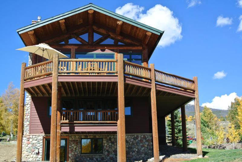 Lakeside View of the Mountain Lodge w/ Huge Main Deck & In-Law Suite Deck - Luxury Mountain Lodge-Stunning View of Lake Dillon - Dillon - rentals