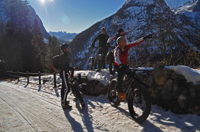 12 month amazng outdoor experience - Only non smoker! New MTbikes and climbing gear for you! Fast WIFI - Cortina D'Ampezzo - rentals