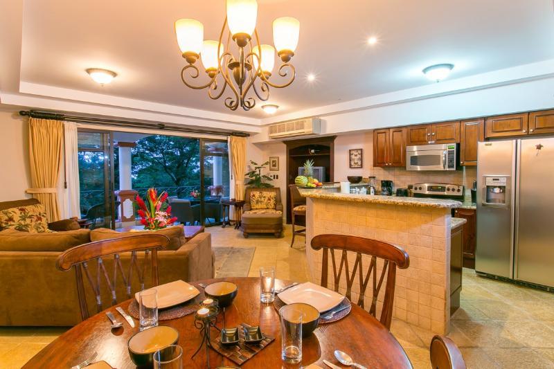 Dining area - Shana Residences #310 Luxury Ocean-View Condo - Manuel Antonio - rentals
