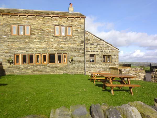 UPPER PEAKS COTTAGE, detached, 17th century, woodburner, character features - Image 1 - Meltham - rentals