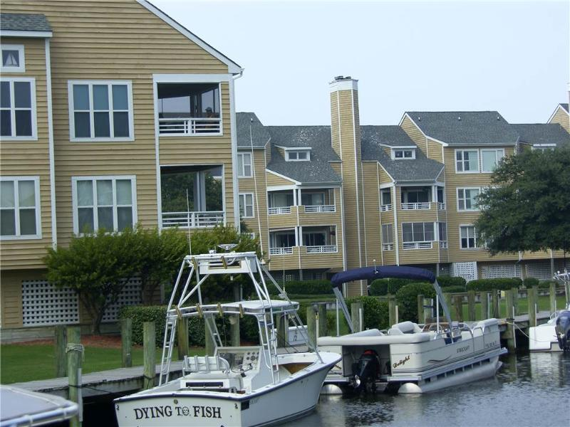 Canalfront 1BR with stereo - Buccaneer Village #116 - Image 1 - Manteo - rentals