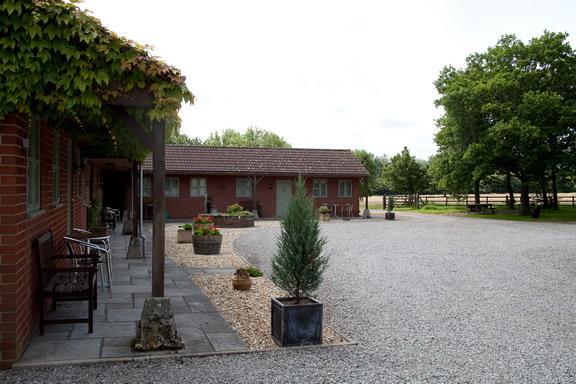 Linnet Swallow and Kestrel Cottages - Tichborne's Farm S/C Cottages Etchilhampton - Devizes - rentals