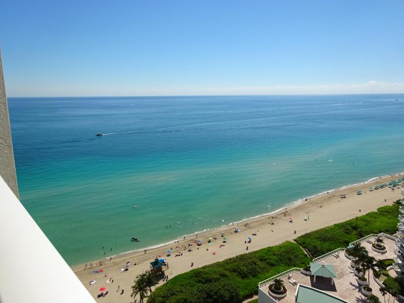 Amazing Ocean Views - SUNNY, MODERN CORNER! MASSIVE WRAPAROUND BALCONY! - Sunny Isles Beach - rentals