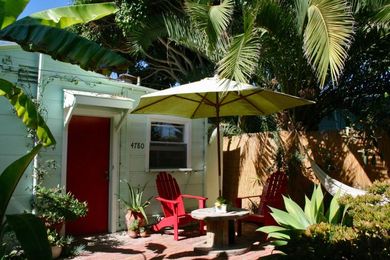 Stand alone studio tucked away off the street.  Surrounded by greenery. - Soulful Studio 2 Blks to Pacific Beach - Pacific Beach - rentals