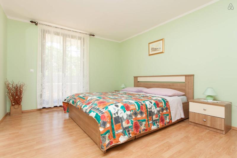 "Bedroom wit king size bed 1/2 - Apartment ""Oliva"" 2km from center - Pula - rentals"