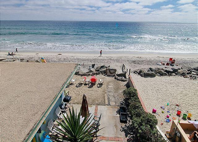 Lovely beach condo w/ full kitchen, bbq, semi-private beach area A/C Equipped - Image 1 - Oceanside - rentals