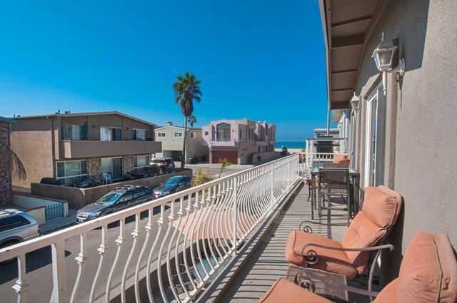 Balcony showing view to the beach - 111 B 42nd Street- Upper 4 Bedrooms 2 Baths - Newport Beach - rentals