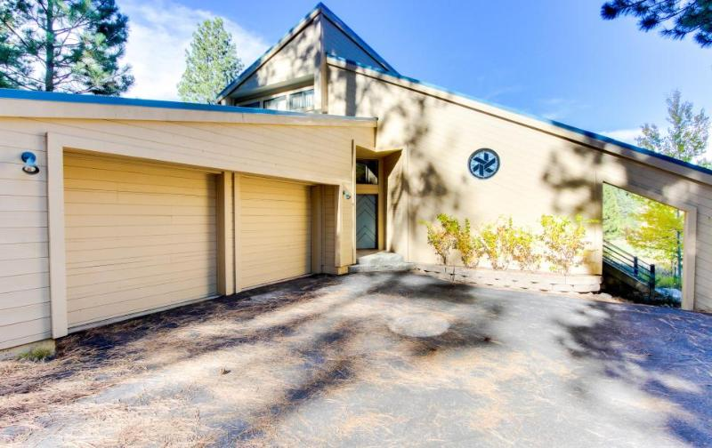 Dog-friendly getaway with shared hot tub, pool & resort access, near beach! - Image 1 - Truckee - rentals