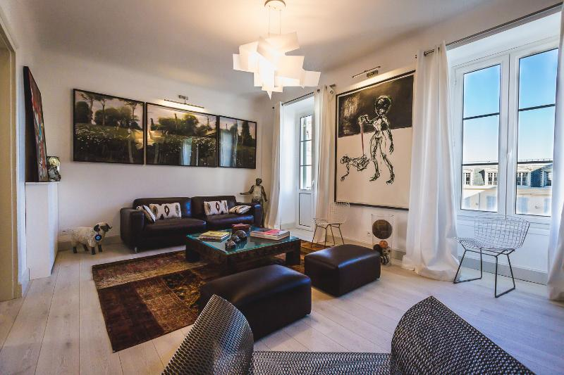 Tastefully decorated living room - Modern 2 BR in the best part of Biarritz - parking - Biarritz - rentals