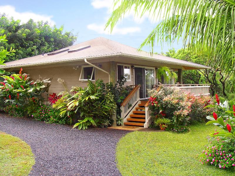Welcome to your private, secluded love nest.. A unique, architectural Polynesian Pole Home - Private Romantic Cottage,View K-Bed,Hot Tub,Permit - Haiku - rentals