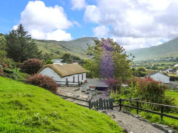GRANNY KATE'S, character, detached cottage, open fire, wonderful views, near Ardara, Ref 915305 - Image 1 - Ardara - rentals