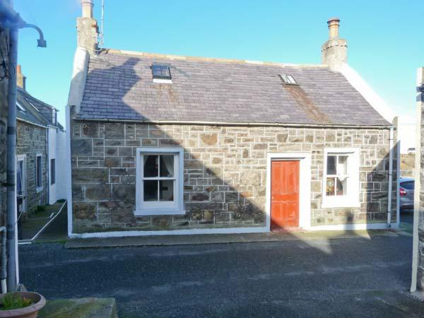 34 LOW SHORE, former fisherman's cottage, woodburner, sea views, in Whitehills, Ref 14243 - Image 1 - Whitehills - rentals