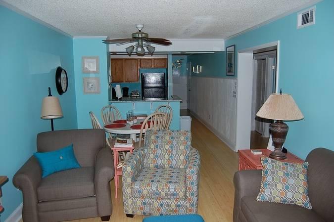 Pelican's Landing 215- Inexpensive 3 Bedroom Condo Rental near the Beach - Image 1 - Myrtle Beach - rentals