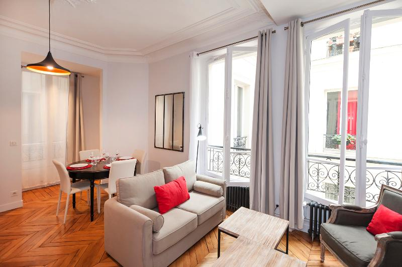 The living room - 2BD/1BTH in the center of Paris near the Louvre Museum( 1st arrondissement) - Paris - rentals