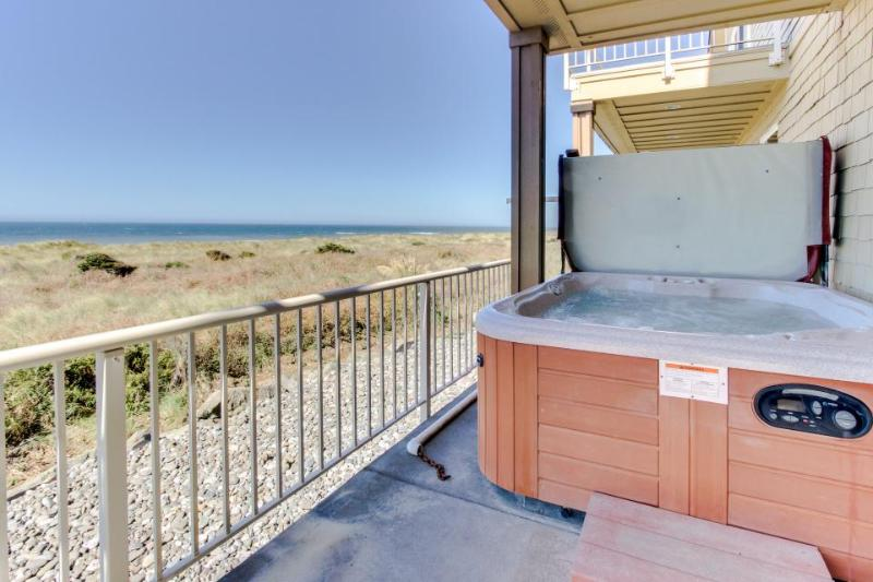Oceanfront with hot tub, balcony, & fireplace. Dog-friendly! - Image 1 - Gold Beach - rentals