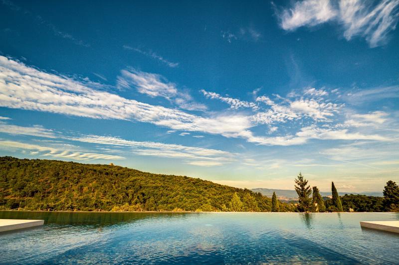 The hidrojet massage corner in the pool - Palazzaccio Todi - Romantic stone house with views - Todi - rentals