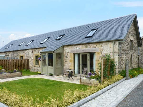 MUIRMAILING COTTAGE, flexible sleeping arrangements, underfloor heating, child-friendly cottage in Plean near Stirling, Ref. 14772 - Image 1 - Denny - rentals