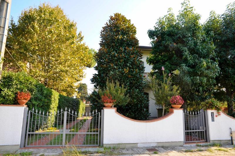 Villa dei Limoni - Image 1 - Lido Di Camaiore - rentals