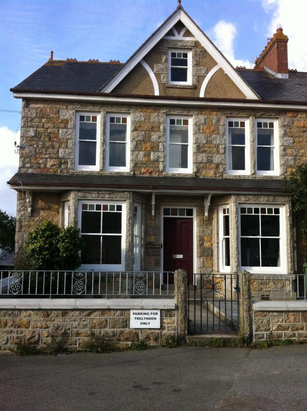 Spacious Warm & Friendly Family Home - Image 1 - Marazion - rentals
