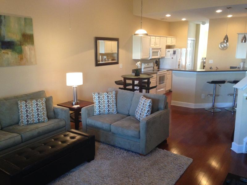 Open and spacious! hardwood floors, soaring ceilings and new modern furniture - 10% off SUMMER | 2 Master Suites | Game Rm | Lanai - North Myrtle Beach - rentals