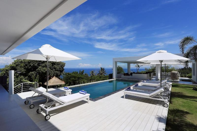 Top Luxury 5 bedrooms Villa with 3 Pool in Lombok - Image 1 - Senggigi - rentals