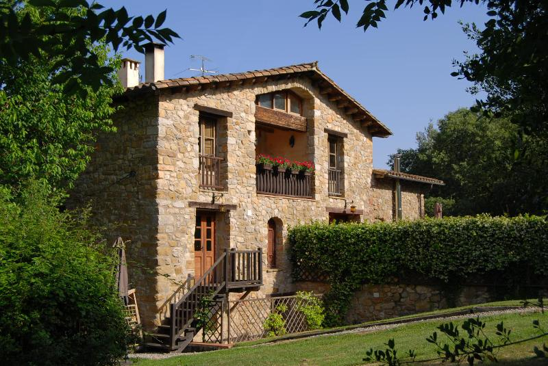 A perfect blend of nature and history - Restored Farmhouse w/ Pool and Mountain Views (3) - Province of Girona - rentals