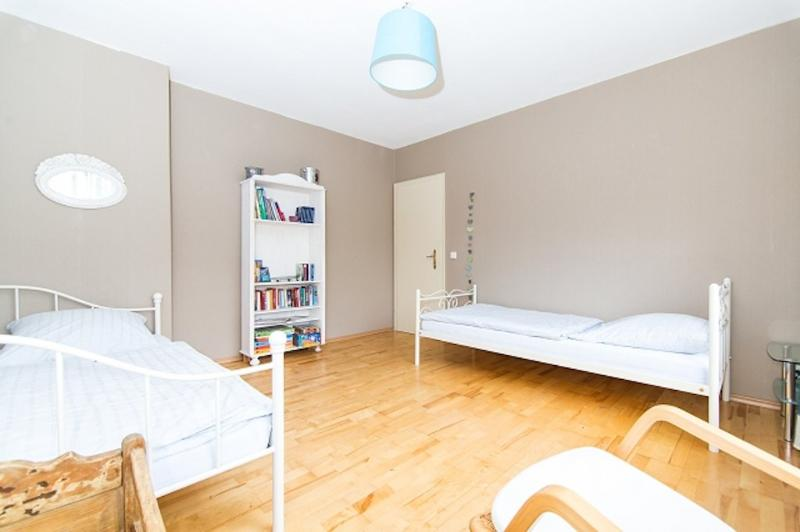 Bedroom (2) - Vacation Apartment in Essen - 969 sqft, comfortable, WiFi (# 2532) - Essen - rentals
