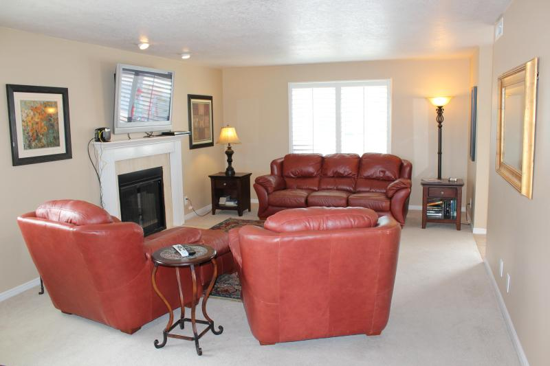 Comfortable Living Area - Stunning Condo with Amazing Views of Red Rock Mtns - Saint George - rentals