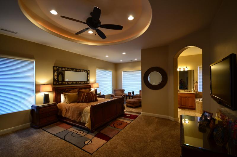 Master Bedroom - King Bed - Paradise in the Sun Spectacular Home - Heated Pool - Saint George - rentals