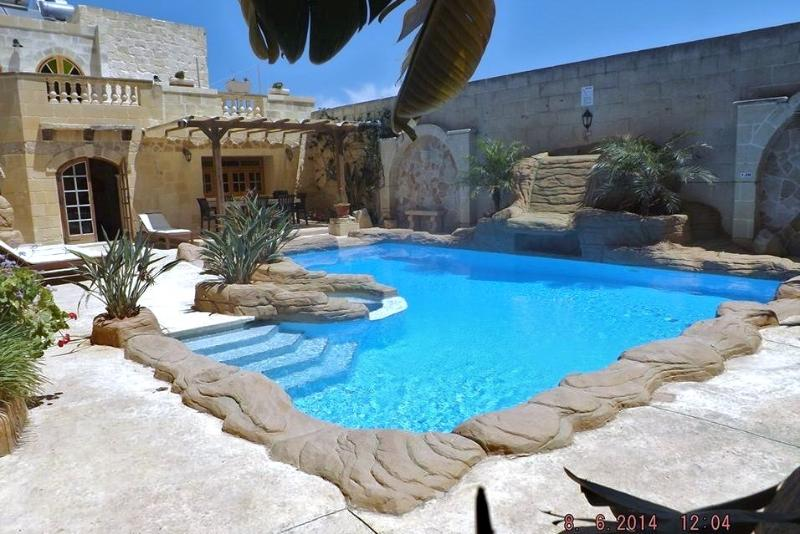 300 year old farmhouse professionally converted - Image 1 - Gharb - rentals