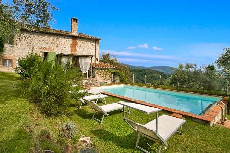 Hilltop Casa Fiora with two terraces and saltwater pool overlooking hills and valleys - Image 1 - Lucca - rentals