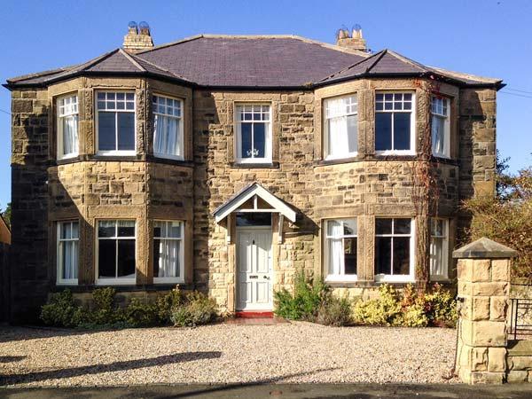 GREYCROFT, spacious family house, close pub, near coast, in Christon Bank Ref 21807 - Image 1 - Embleton - rentals