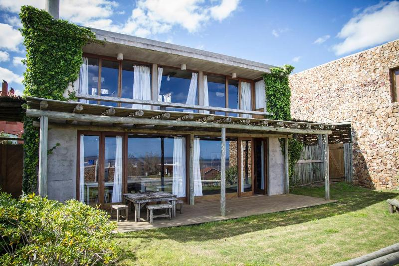 Delightful 4 Bedroom House in Manantiales - Image 1 - Punta del Este - rentals