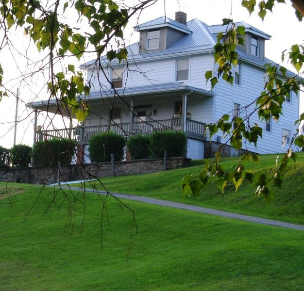 FarmHouseInn - Vacation Home 10 Minutes From Fallingwater House.. - Mill Run - rentals