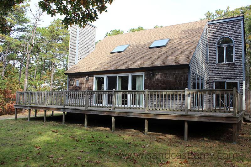 913 - LOVELY HOME LOCATED IN MEADOWVIEW FARMS CLOSE TO GOLF, BIKE PATH AND THE BEACH - Image 1 - Oak Bluffs - rentals