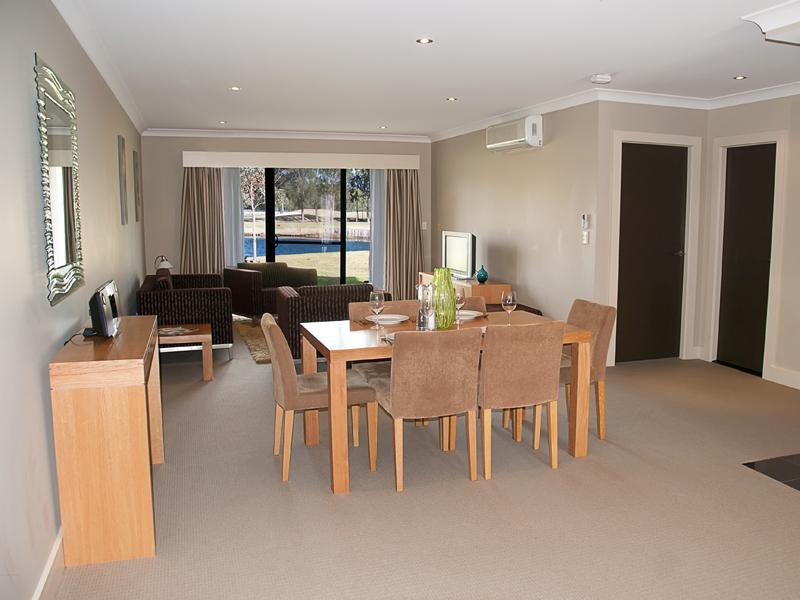 Lounge Dining - Jewel in the Crowne - Lovedale - rentals