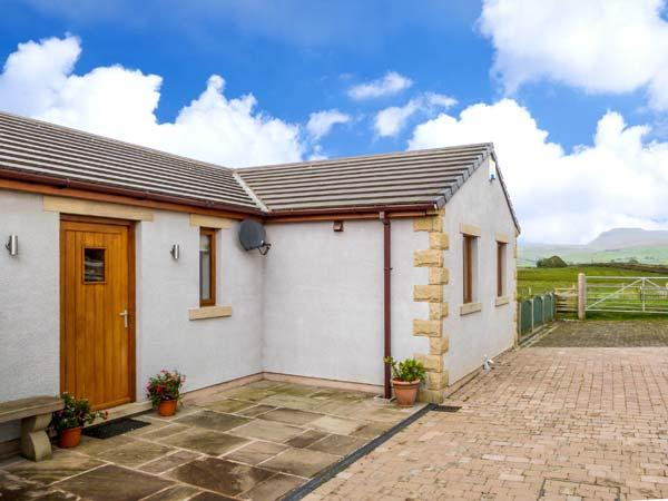 INGLEBOROUGH VIEW, stable block conversion, en-suite, Jacuzzi bath, modern accommodation, near Bentham, Ref 7653 - Image 1 - High Bentham - rentals