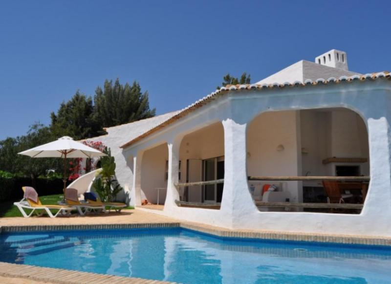 Villa Piajo - Quinta da Balaia, Oura Strip - Image 1 - Albufeira - rentals