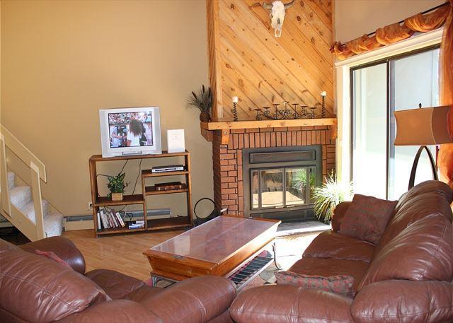 TH307I Pretty Condo w/Wifi, Clubhouse, Mountain Views - Image 1 - Silverthorne - rentals