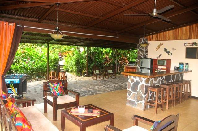 Outdoor living area, dining area, bar & patio with BBQ - Villa Hermosa private guesthouse w/pool & gardens - La Fortuna de San Carlos - rentals