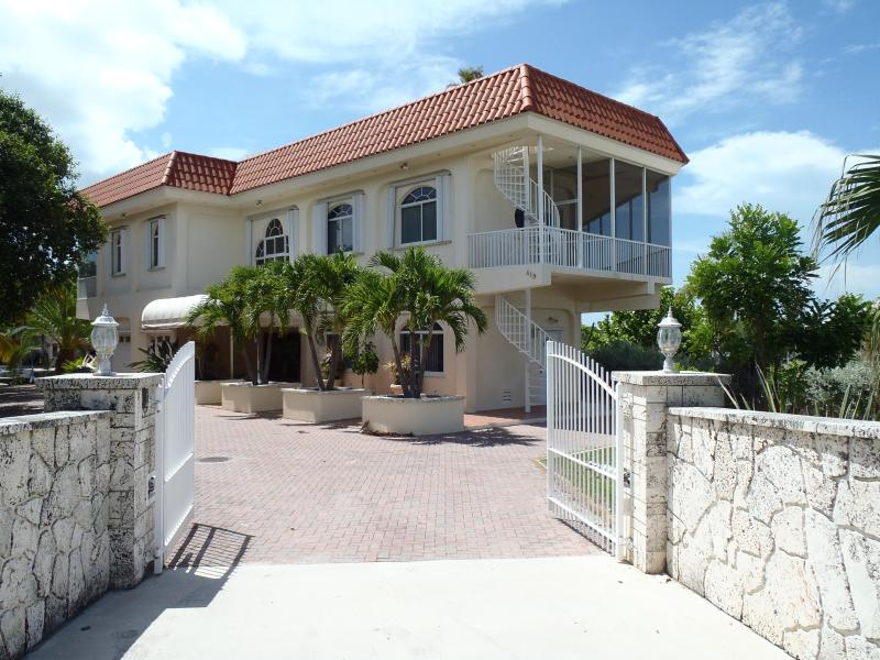 Street View - Gold Point, Spectacular Rooftop Deck And Pool! 4BR - Marathon - rentals