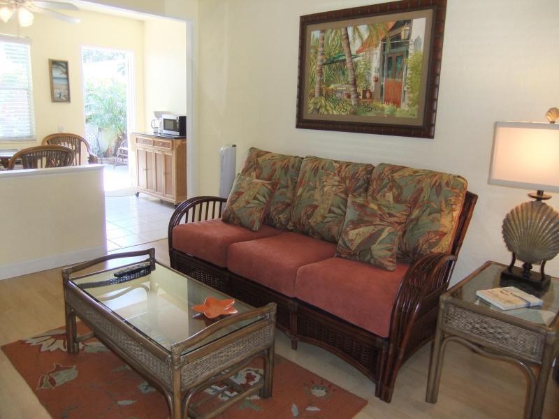 Cottage style condo, single-story. - JAN 10-28 AVAIL! Ebb Tide #3 Delightful Cottage on Siesta Key - Siesta Key - rentals