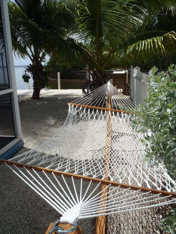Relax in the hammock by the Ocean! - Oceanfront, with Dockage, 2br, 2 ba, Super clean a - Marathon - rentals