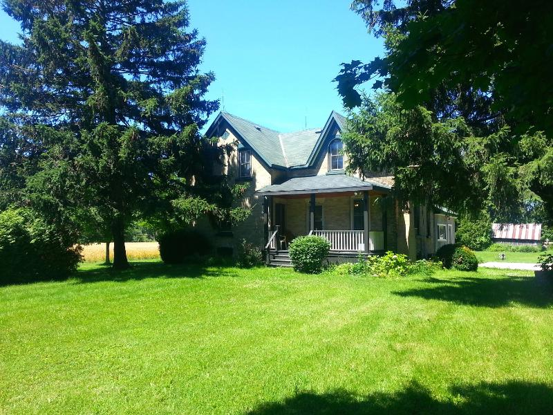 Very secuded acrage on the Nine Mile River near Port Albert, Ontario - 4 bedroom Nine Mile House - Goderich - rentals