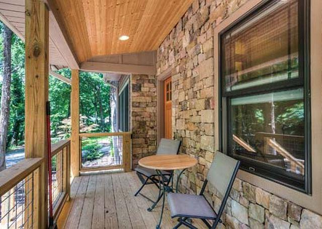 Front Porch - Tulip Cottage | Walking Distance to Black Mountain | Energy Star Rated Home - Black Mountain - rentals