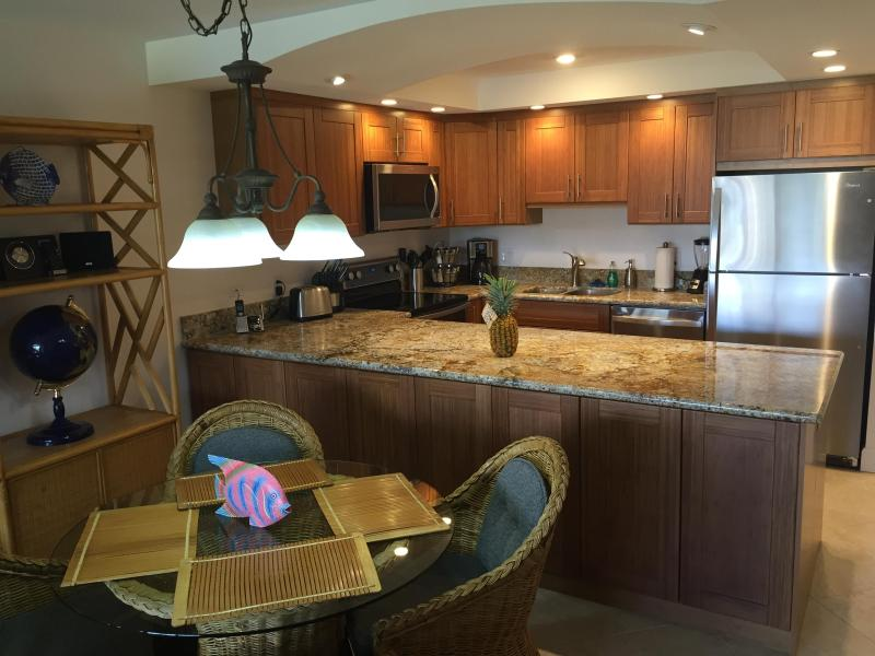 Dinning area & kitchen. - Kamaole Sands 10-211 Fabulous remodel/Ocean view! - Kihei - rentals