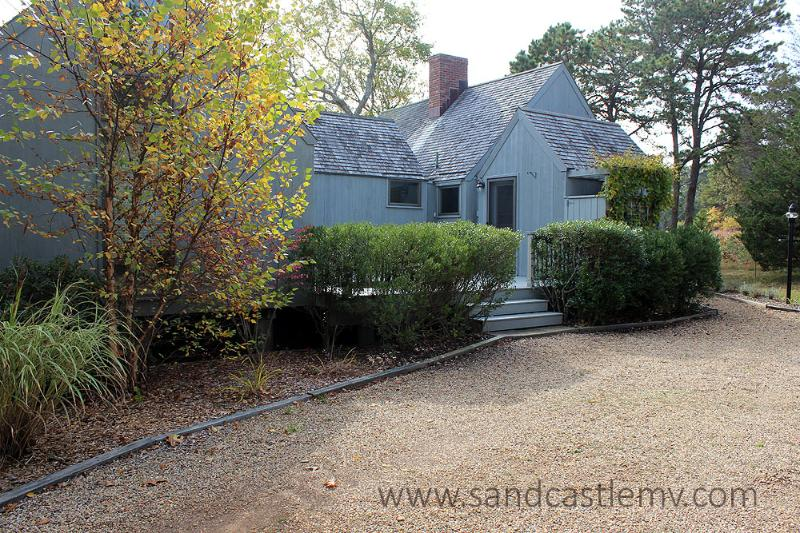 73 - WONDERFUL VINEYARD HOME WITH BEAUTIFUL WATERVIEWS - Image 1 - Oak Bluffs - rentals
