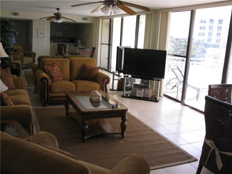 Charming 2BR with Gulf view, renovated kitchen #311GV - Image 1 - Sarasota - rentals