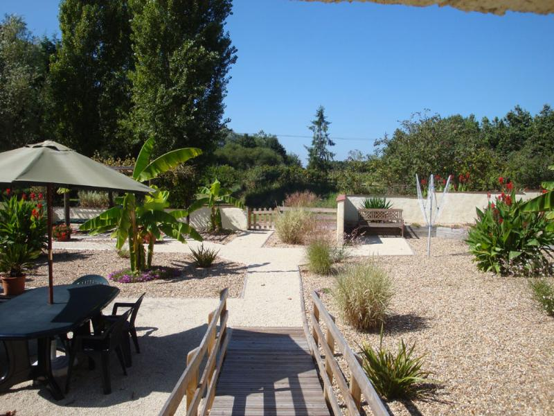 Courtyard garden - Les Ecuries - Descartes - rentals