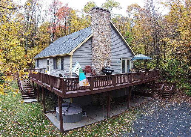 Exterior - Adorable Chalet in peaceful setting with multiple game tables! - Oakland - rentals